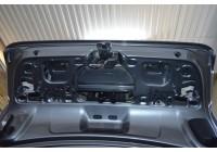 Протягивание проводов в крышке багажника